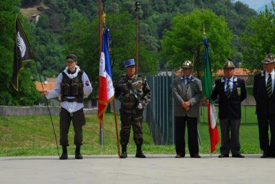 Le drapeau de l'AORA au Lac de Come, en Italie